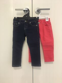 Toddler girls jeans size 2 and 2-3. Near new!!