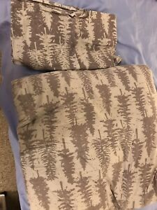 Queen Comforter and 2 matching pillowcases