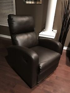 Modern Brown Recliner Cambridge Kitchener Area image 1