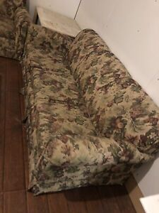 Good condition queen pull out matching