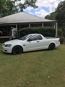 HOLDEN COMMODORE UTE VE OMEGA LOW KMS