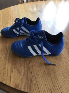 Boys Adidas Indoor Soccer Shoes  size 5