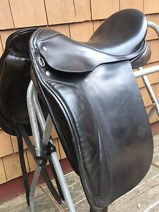 Dressage saddle - excellent condition