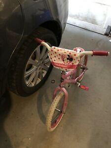Girl's Huffy Disney Minnie Mouse Bike (with Training Wheels)