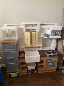 Play Kitchen and Dishwasher