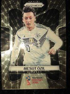 18 Panini Prizm World Cup Soccer #96 Mesut Ozil Gold Power 5/5!!