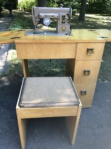 Vintage 1950's Singer Sewing Machine in Table