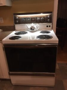 Stove  GeneralElectric/All parts work/Bedford 902-488-4723