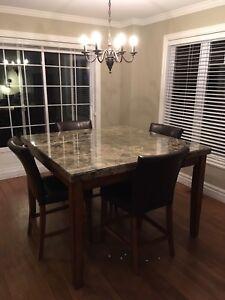 Table à manger + 7 chaises