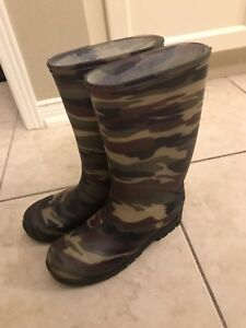 Camouflage rain boots