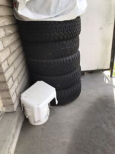 """Selling Winter tires Set of 5 tires.. 15"""" in good condition"""