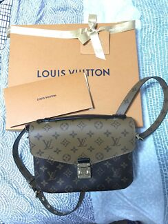 Limited edition Louis Vuitton Pochette Metis reverse canvas monogram
