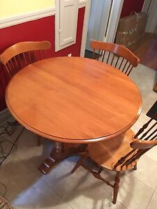 Roxton Solid Maple  Table & 4 gorgeous chairs