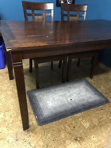 Kitchen table w 2 chairs