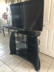 "Bundle: Samsung 40"" LCD TV + Sonax TV Stand"