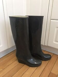 AuthentiNew Hunter boots size 9 they have a platform heel
