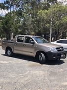 2005 Toyota Hilux SR. Dual cab. Manual . Rego and Roadworthy. Strathpine Pine Rivers Area Preview