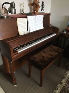 Piano Young Chang. Excellent condition.