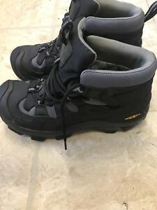 Keen hiking boots size8.5 men