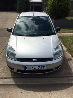 Ford Fiesta, low klm, manual, log books, lady driver