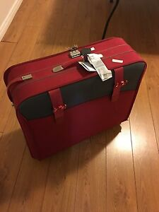 Suitcases of different sizes for sale