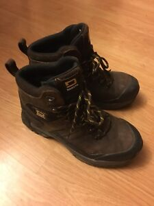 Size 9 Work boots (like new)