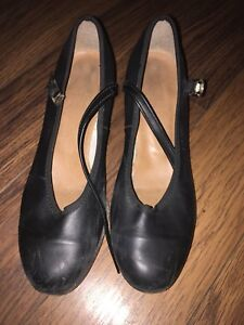 LEATHER TAP SHOES SIZE 6