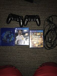 PS4 PRO + 2 CONTROLLERS + 3 GAMES