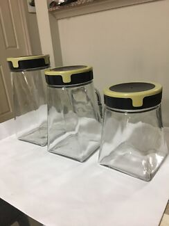 Set of 3 glass cookie jars with lids
