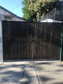 Doable driveway gates