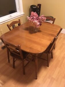Antique Vilas Canadian dining table