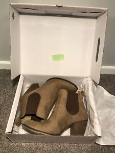 Betts Magki-B Ankle Boots in Tan Size 10 Narre Warren Casey Area Preview
