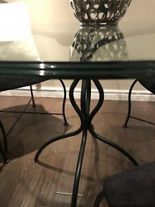 Dinner table with 4 chairs !