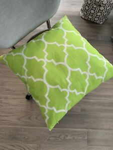Light green patterned accent cushion