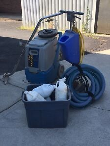 Portable carpet cleaner extractor machine