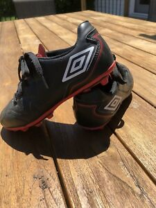 Size 1 umbro kids soccer shoes