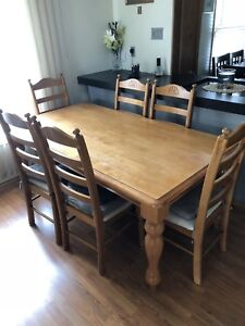 Oak dinning room table with 6 chairs