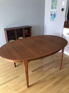 Teak Mcm vintage oval shaped dining table