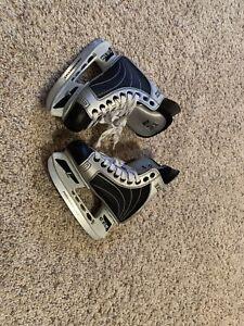 CCM boys Skates MINT CONDITION