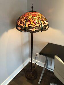 Lampe Tiffany sur pied