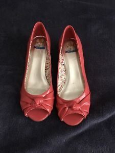 Kids girl size 2 1/2 pink shoes