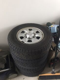 2008 Toyota Hilux sr rim and tyre