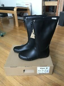 Brand new in box Tretorn Viken rubber boots w 9.5