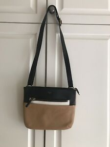 FOSSIL purse -NEW