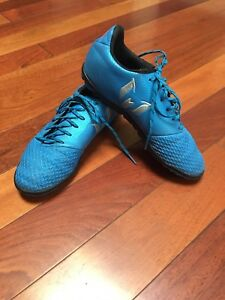 Youth Adidas Indoor Soccer Shoes Size 4