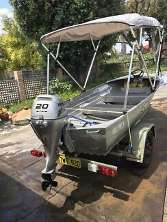 3.7m STACER DINGHY- 20HP HONDA 4 STROKE FWD CONTROLS