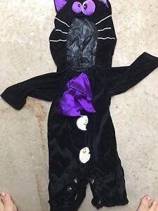Plusieurs costumes d'halloween enfants bébé et adultes