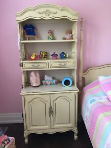 Cabinet with hutch