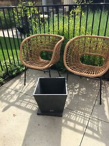 2 resin wicker chairs, modern with veradek planter