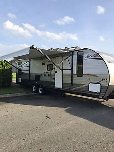 Grey Wolf  29' 2014 Limited (4 bunk bed)